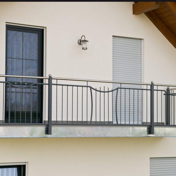 Balkon mit Edelstahlhandlauf