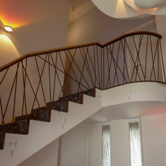 Treppengeländer mit Holzhandlauf